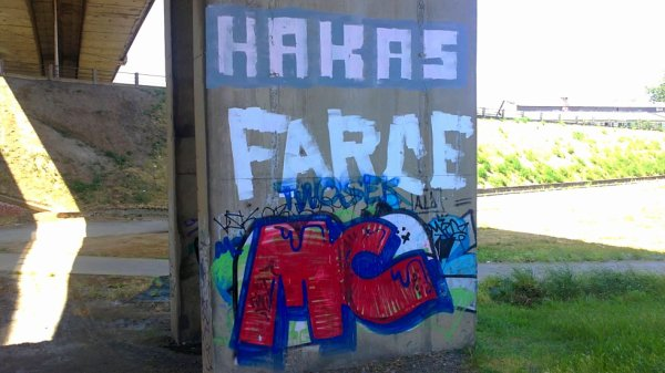 Hakas - Farce - MC