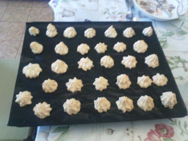 Tarte aux citrons biscuits de Noël et meringues