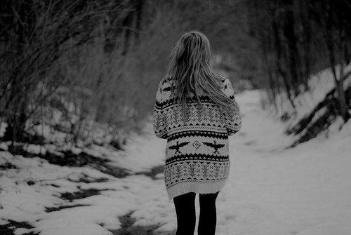 « Tu voulais partir, et je ne pouvais pas te retenir. Alors je suis partie à ta place. Tu ne voulais plus de moi, et moi je voulais cent fois mieux que tu sois là où nous avions passé toute notre vie ensemble, que loin de tout, loin de ce qu'il pouvait rester de nous. » Lucky-Rainbow