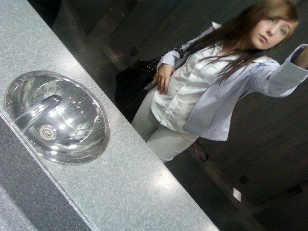 → MlLe Ch4nt4alL' ← Je suis triste & si seul loin de toi , ta présence me manque tant .. J'ai besoin de t'es bras autour de moi & de ton regard si profond.. (8)