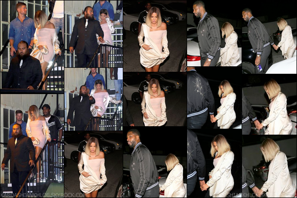 - 14 Août 2017 : Khloé Kardashian a été vue avec Tristan T. quittant le au « Ace Of Diamonds  » à West Hollywood. -