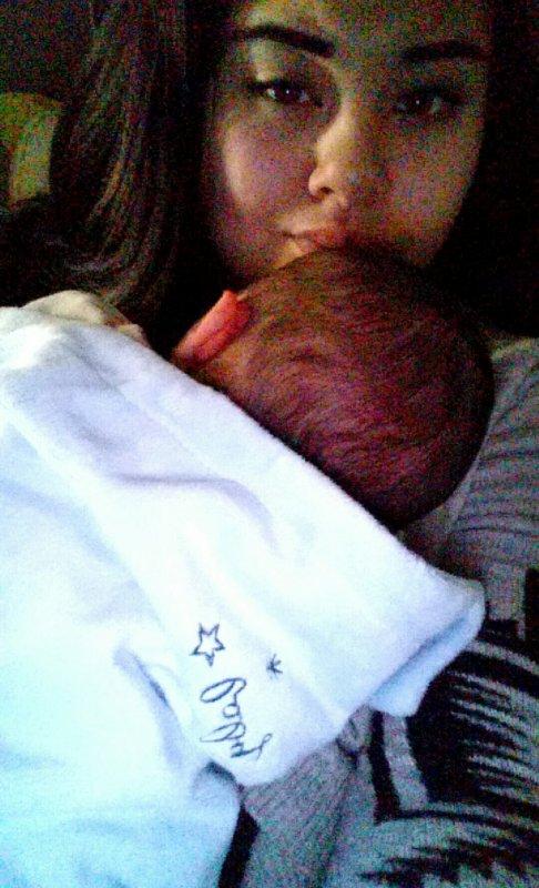 Bébé et Maman :) 18.11.2015 à 3h48 ton arrivé dans ce monde est le plus beau jour de ma vie !