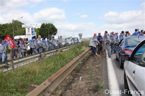 Grève contre la réforme des retraites : la nationale 165 bloquée à Lorient