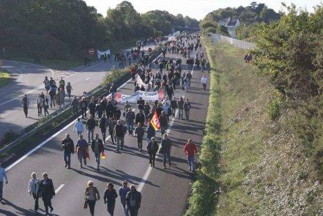 Voie express bloquée de Quimper à Lorient, des manifestants déterminés