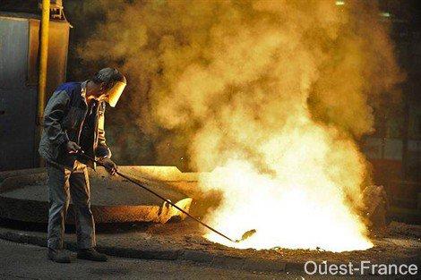 Le feu dans un four à la Fonderie de Bretagne