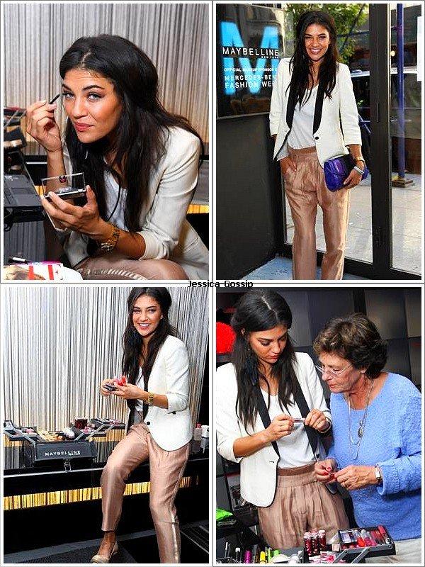 Actu * 11/09/10 __ Jessica, le jour de la fête des attentats du Wall Trade Center en 2001, est allé visité les studios de L'Oréal (avec tout le maquillage qui va avec of course) avec sa grand-mère ! Elle est juste, rayonnante, et la tenue entière fait plaisir à voir ! Ce nous conduit à un TOP :) (désolée pour la qualité des photos)  *
