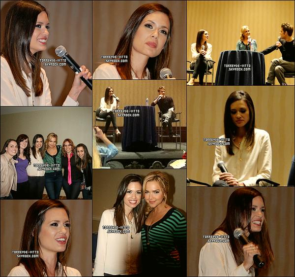 .  Torrey était à la 3e édition de l'Eyecon Vampire Diaries avec Paul Wesley (Stefan) et Arielle Kebbel (Lexi).   .