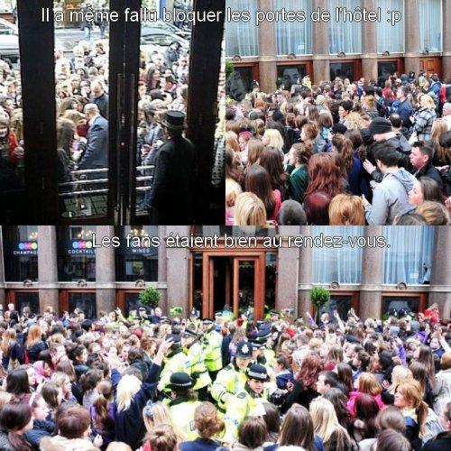 Justin salue ses fans.