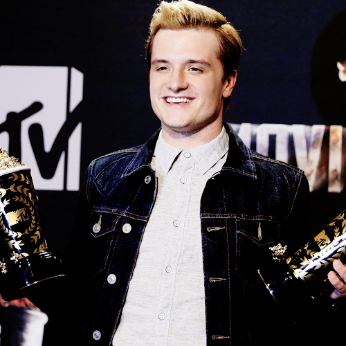 catching fire mtv movie award 2014