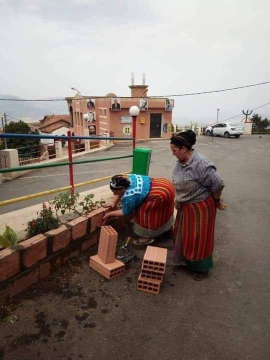 Depuis l'antiquité, c'est des batisseuses,Les femmes berbères.❤