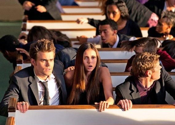 Plus qu'une trentaine de jours avant la diffusion de la saison 4, et nous avons droit à un second cliché de l'épisode Growing Pains mettant en scène Stefan, Elena & Matt ! Le still ci dessous :