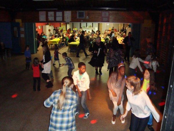 Soirée fancy fair de l'école autonome de Spy le 23-03-2013