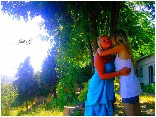 Photographie-JulieG  Photo la cousine et moi; portable LG  -> Kiff et partage.