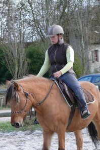 MONITRICE PROPOSE COURS D'EQUITATION