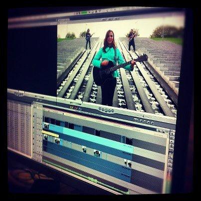 2012 Nov 16 - Préparez-vous ! Le clip TWEET N' ROLL de Melissa Mars arrive bientôt !