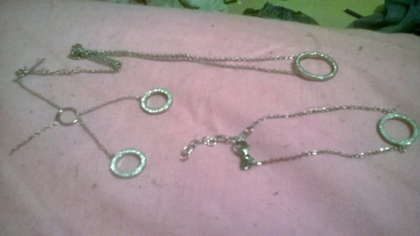cadeau d'anniversaire des boucles d'oreilles,collier,bracelet