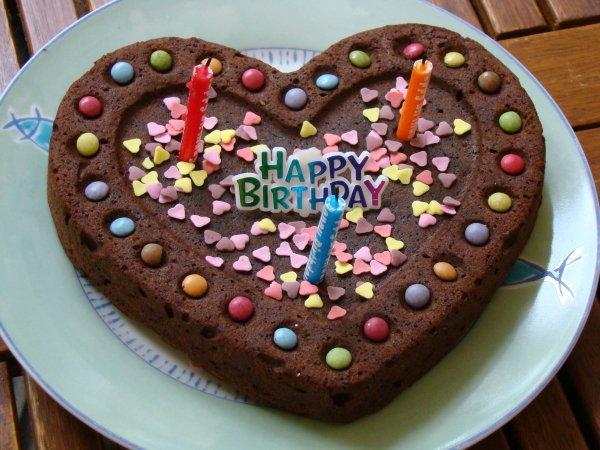 Aujourd'hui,une belle pensée : Joyeux Anniversaire à toi haut comme 3 pommes ! 3 ans, l'âge ou l'on comprend ! Alors amuse-toi bien et profites bien de ta journée remplie de cadeaux !
