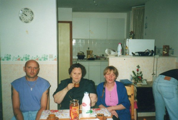 Quelques photos de mon frère Marc que malgré les alinéas du passé,nous avions coupé les liens mais moi je ne t'ai jamais oublié,je pleure aujourd'hui par ta perte accidentel,qui n'est pas facile et que je dois surmonter, il me faudra beaucoup de temps.Repose en paix !!!! Ta soeur Marie Le 5 juillet 2016