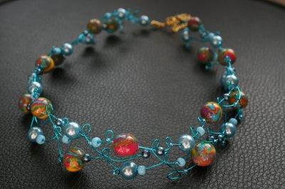 Collier bleu + perles multicouleurs en fimo