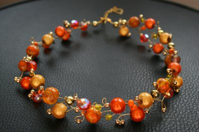 Collier orange avec perles en fimo