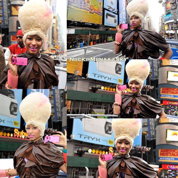 Nicki Minaj  dans Times Square pour Casio |  Puis Nicki à la Launch Party de Casio.