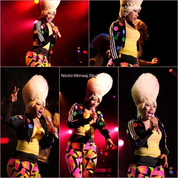 Nicki  Minaj | Performance  à Best Buy pour Casio