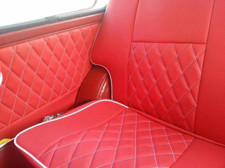 Le rendu de la conception intérieure Rouge aux Diamants Blancs, crée pour la MINI de Mathieu