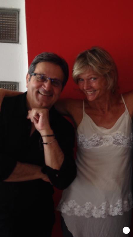 La pose avec l'actrice du james bond avec Roger Moore ( Irlande. Botchenko )