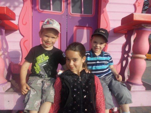 ma petite soeurette avec mon filleul et mon neveux