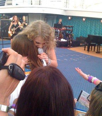 Taylor Swift a fait une nouvelle performence ce 23 janvier sur le Carabbean Royal . T'en pense quoi ? + Voté s'il vous plait !