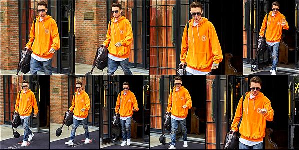 -   23/06/2017   ▬ Notre Liam  a été photographié alors qu'il quittait son hôtel qui était situé à New York City. Plus - J'aime beaucoup la tenue de Liam ici, bien qu'elle soit très simple, je le trouve adorable! Tu aimes? Top ou flop?    -
