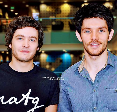 Vendredi 26 Octobre  Alexander & Colin Morgan étaient les invités de l'émission BBC Breakfast.