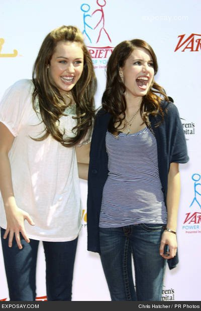 Miley Cyrus et Emma Roberts