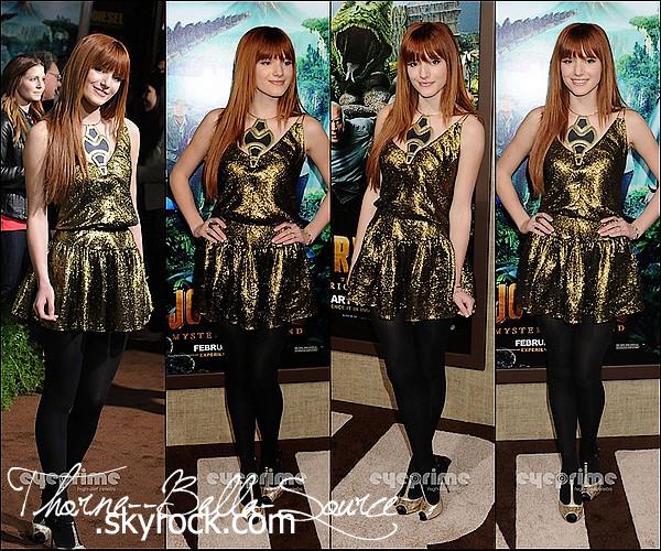 02 février 2012 Bella à la première de « Journey 2: The Mysterious Island » à Los Angeles. Top