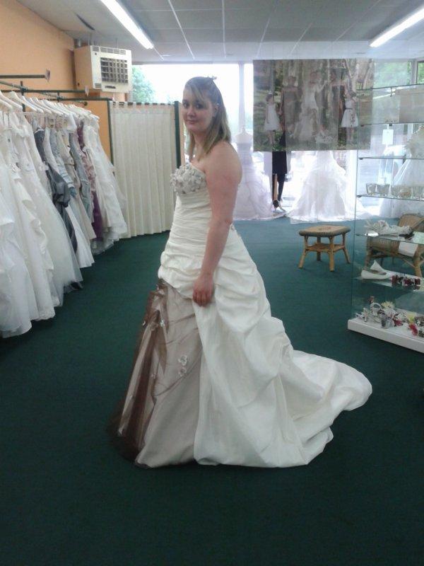 toujour ma fille a l'essayage de sa robe de marie