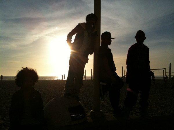 Jeux:Les Garçons Mystère K'l sont les garçons ki se cache dèrière ces ombres (Facile mé pour rigoler un peu)Personne prend