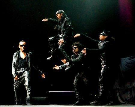 """Le pas de dance """"NUBER ONE"""" en concert"""