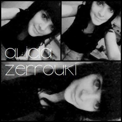 - Jeune fille dotté d'un coeur qui penche pour une rock star.