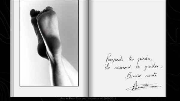 Album photo pieds féminin
