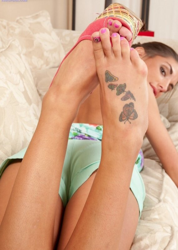 Tattoo August Ames feets