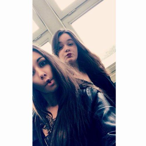 Les amis sont aussi précieux que de l'or. ♥