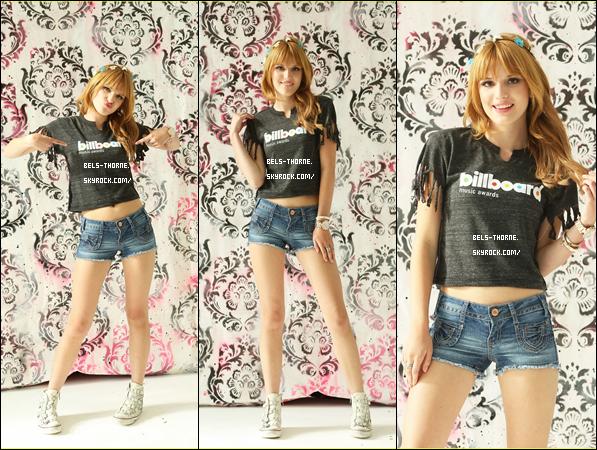 12 mai 2013 - Bella faisant un mini-shoot pour les Billboard Music Awards.