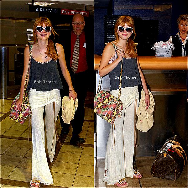 13/06/13 Bella à été aperçue à l'aéroport de LAX pour son vol en Afrique du Sud.
