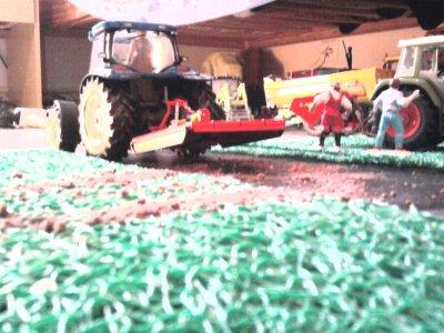 Broyage de prairie avec un new holland ts135a (en échelle 1/32)!!!