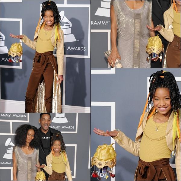 """. 13/02 : Willow Smith  était présente avec toute sa famille aux Grammy Awards dans Los Angeles.  Top ou Flop ? + Découvrez le nouveau single (en entier) et (bientôt) en clip de Willow Smith nommé """"21st Century Girl"""" Ton avis ?!.   ."""