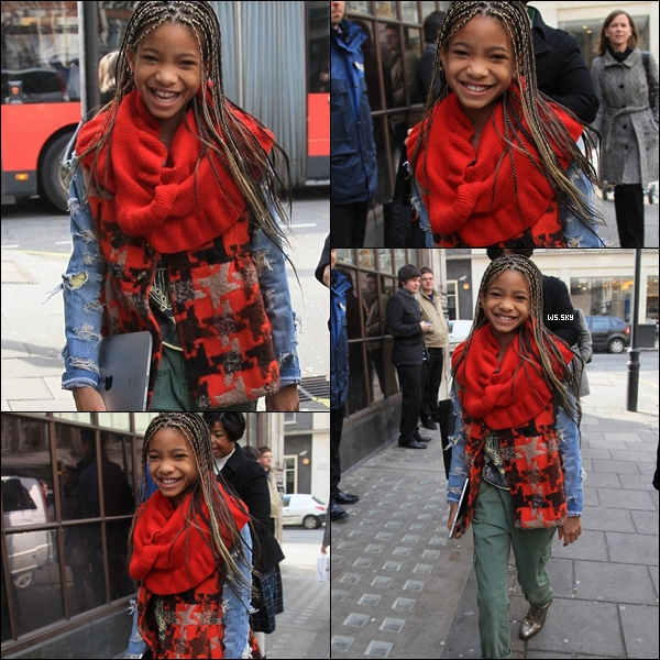 ". 02/03 : Willow Smith souriait aux photographes à son arrivée à la Radio BBC 1 à Londres.   Top ou Flop ? + Découvrez la performance de Willow S. qui chantait ""21st Century Girl"" sur le plateau d'Oprah Winfrey. Ton avis ?!.   ."