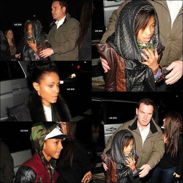 """. 15 Mars 2011 :   Willow Smith en famille, allait diner au restaurant """"La porte des Indes"""" à Londres. ."""