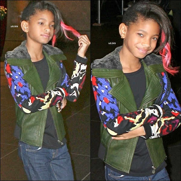 . 20 Octobre 2010 :   Willow Smith avec ces mèches rose, quittant son hôtel dans New-York. .