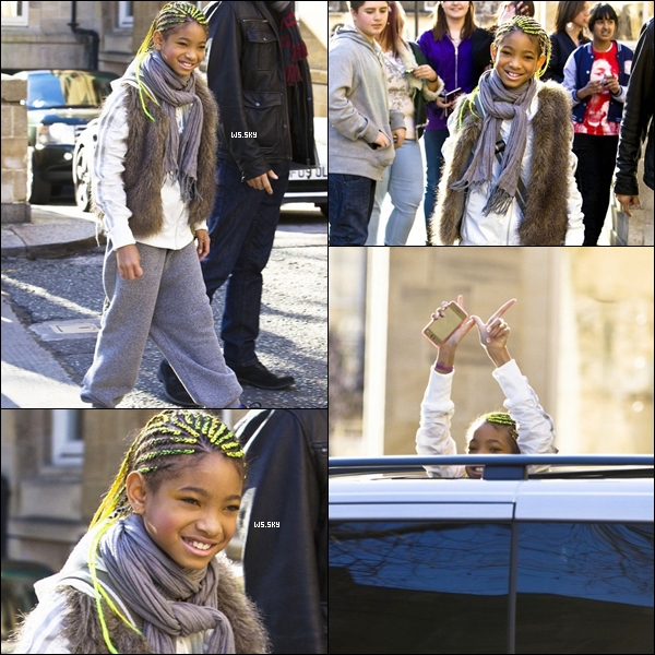 . 19 Mars 2011 :   Willow Smith toute souriante, quittant son hôtel dans Londres. .