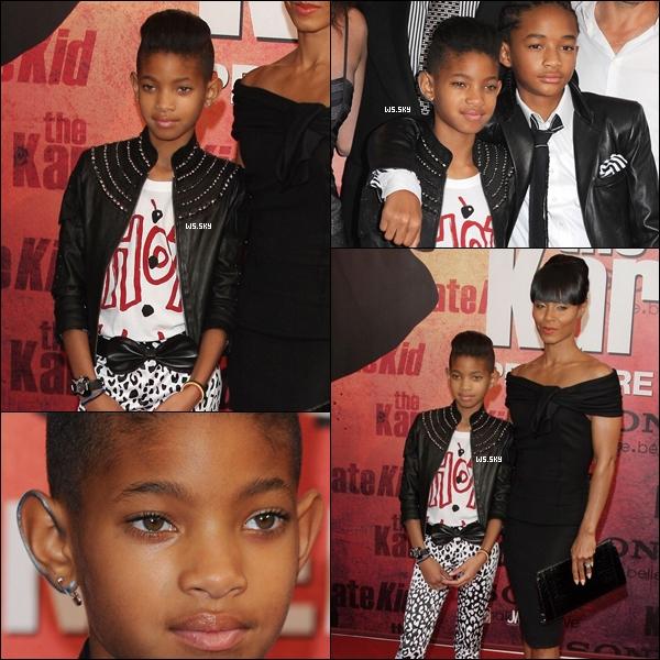 """. 25 Juillet 2010 :   Willow Smith en famille à la première de """"Karete Kid"""" à Paris en France. ."""